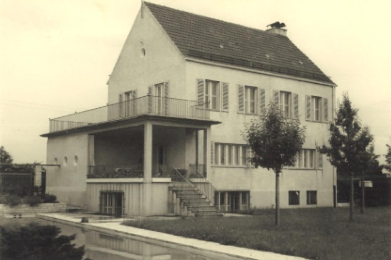 Rödl Geschichte: 1935 wurde auf dem Grundstück wurde eine Villa errichtet, in deren Keller sich die Büros der Mitarbeiter befanden.